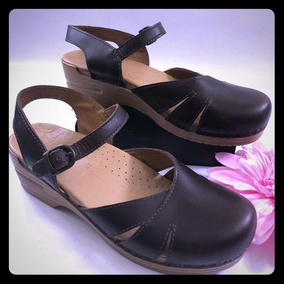 Dansko scarpe   Maeve Slingback Clogs Dark marrone marrone marrone   Poshmark 7a80e0